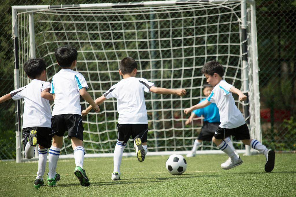 足球适合哪一个年龄段学习呢?