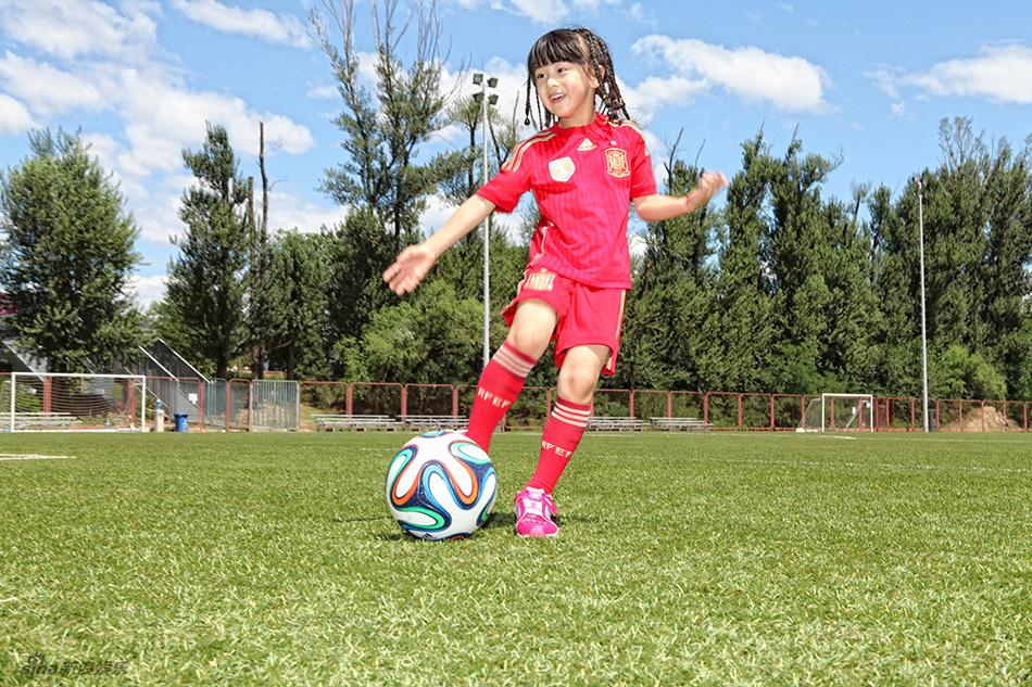 以下四点告诉你:女生踢足球有什么好处?